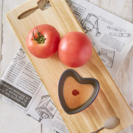 新鮮的番茄奶酪火鍋