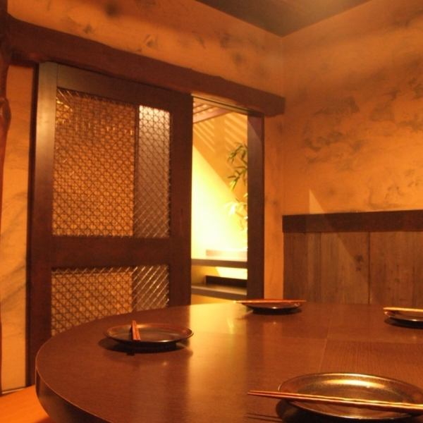 Round Table private room with a sense of unity.The rooms are in each and every different make.