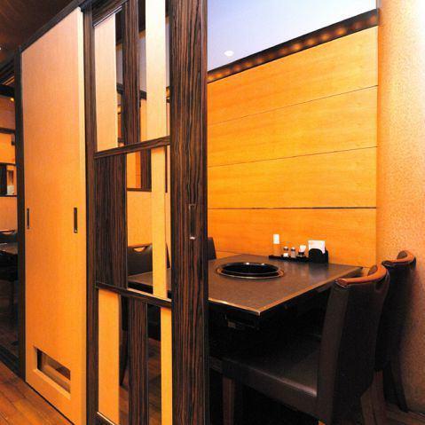 【所有座位齐全的私人房间】适合2~6人★完美的私人房间桌椅很高兴随便下班回家的路上下班