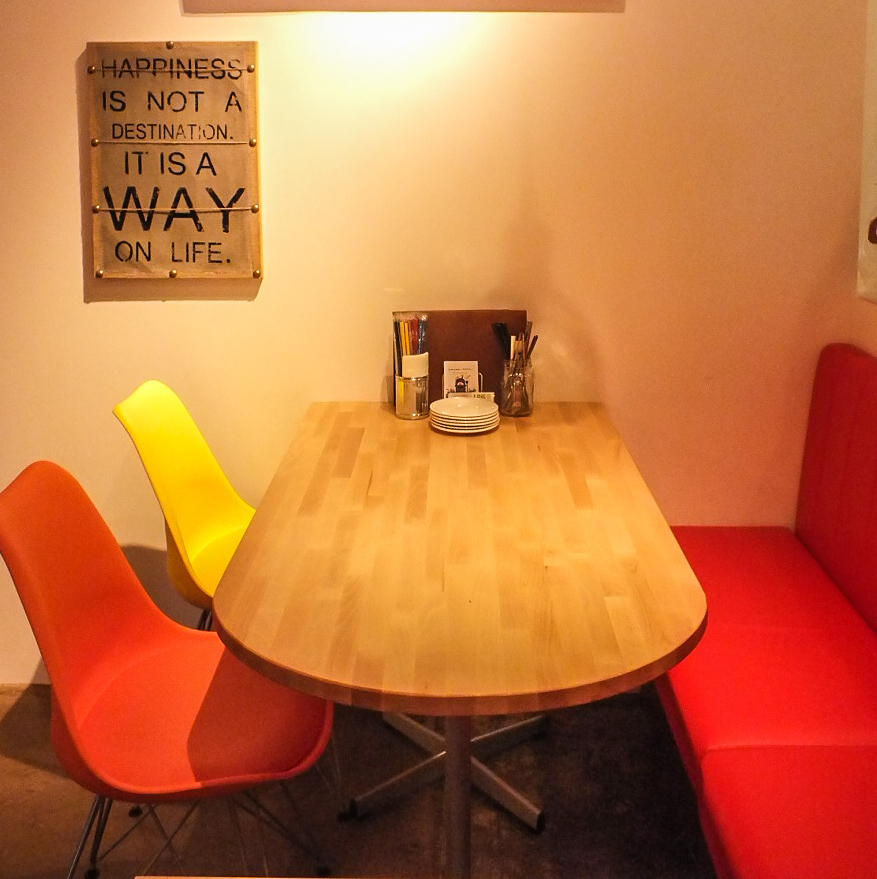 Table seat is also recommended for dating and night café use on the way home from work