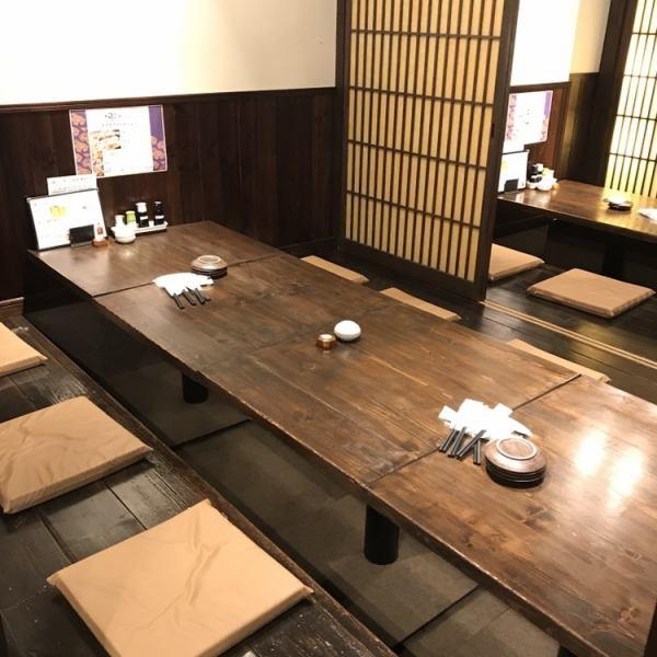 各個室はお部屋をつなげて宴会席として利用する事も可能です。最大40名様までお座敷をご利用頂けます。お店全体の貸切は50名~60名様でご予約を承ります。
