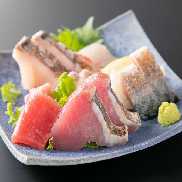 【吟味し仕入れる魚】刺し盛りは3点盛りからご用意!(※写真は6点盛り)
