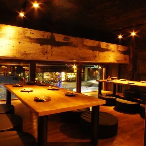 座敷なので座って足を伸ばしてくつろいでいただけます!日本酒を楽しんでいただきながら野菜巻き串をご堪能くださいませ♪