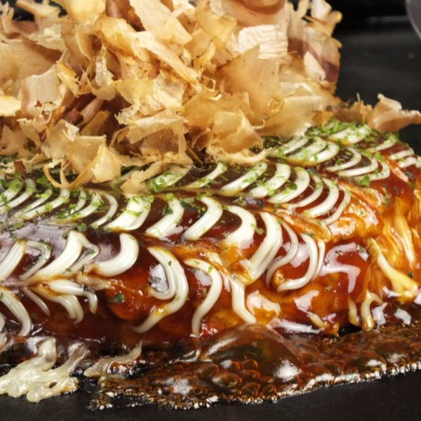 Fluffy Okonomiyaki with plenty of yam! Prepare over 40 kinds of toppings ♪