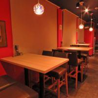 各種テーブル席は、広々とテーブルをお使いいただけます。仕事の仲間内でテーブルを囲むのもおすすめ!