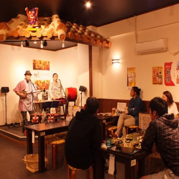 At Shima live (from 19:30), you can enjoy various songs such as Miyakojima folk songs, Ryukyu folk songs, Okinawa POPS, etc., playing fast as if dancing from relaxed songs healed, Miyakojima I can enjoy it in feeling that I think I came back.