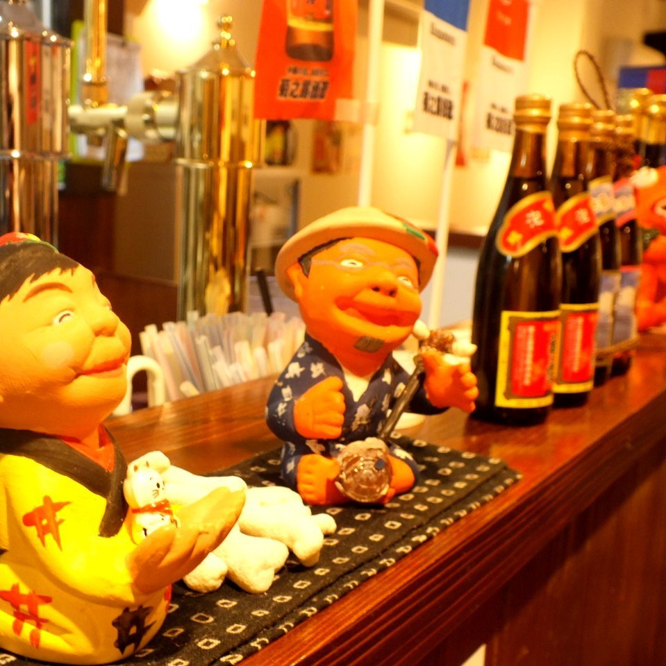 Miyako's liquor and accessories are slurping! Enjoy the lively interior ♪
