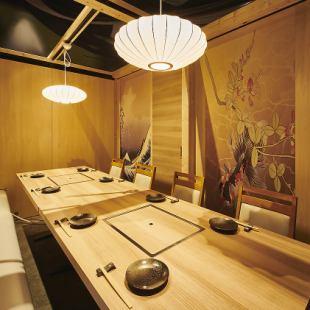 日式現代包房可容納5至8人(配備燒烤無菸燒烤爐)