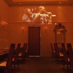 【餐廳樓層】大型投影機讓您大吃一驚!!