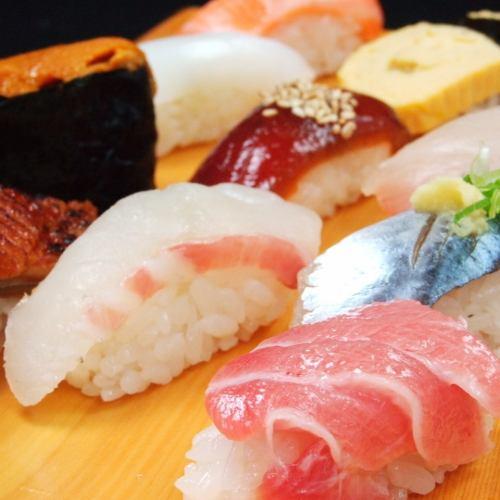職人が握る寿司1皿220円~