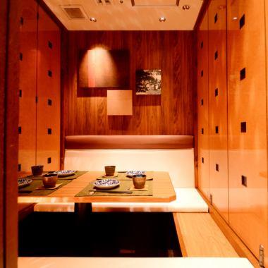[50人可容纳★]是很好的位置♪的名古屋站步行5分钟的大型宴会将提供轿车私人空间!各种宴会和包机也可方后◎完美的按照您的人喜欢和场景数还配备♪完全私人的房间是强制预留宽敞的私人空间,舒展放松的可用♪足空间。