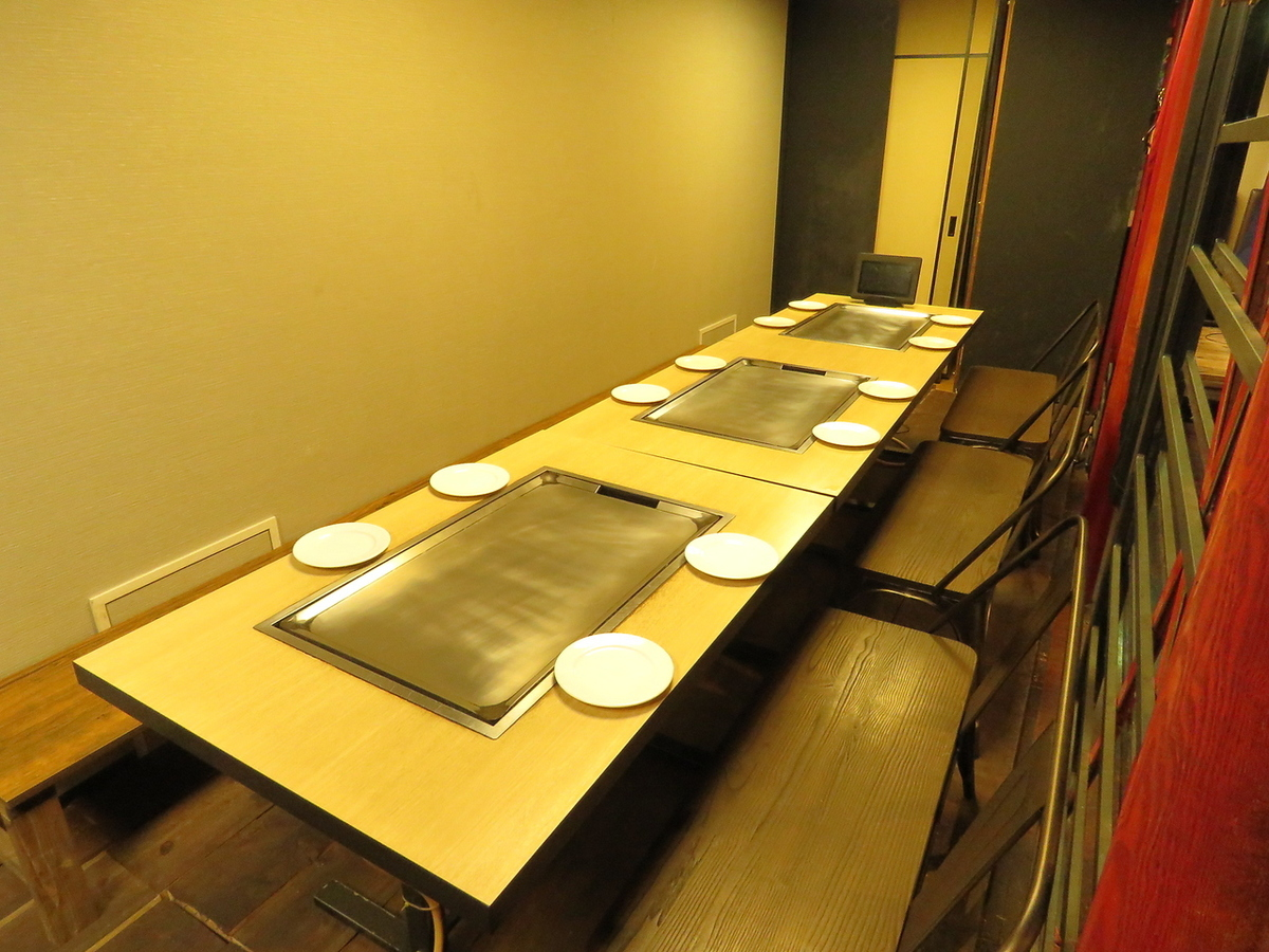 Table seat with iron plate for 15 to 17 people