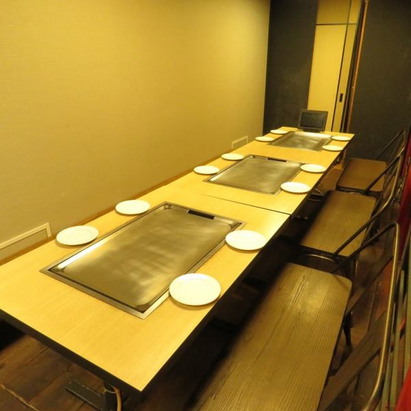 【Table with steel plate】 Small number of people can use it.We can accommodate up to 30 company banquets from 2 people.