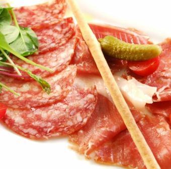 イタリア産生ハムとサラミ盛り合わせ