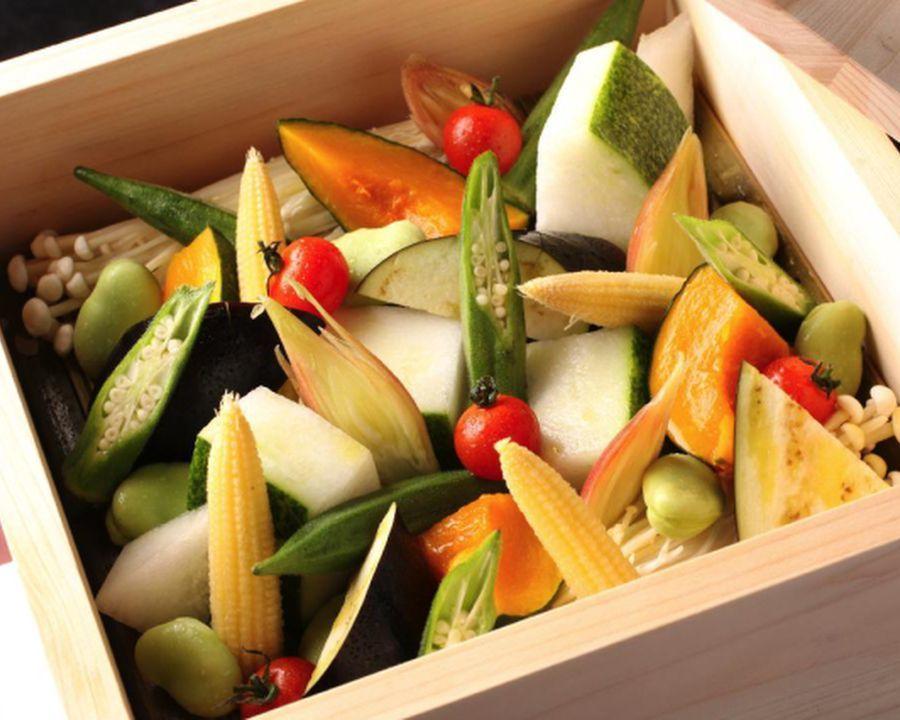Steamed potatoes of seasonal vegetables