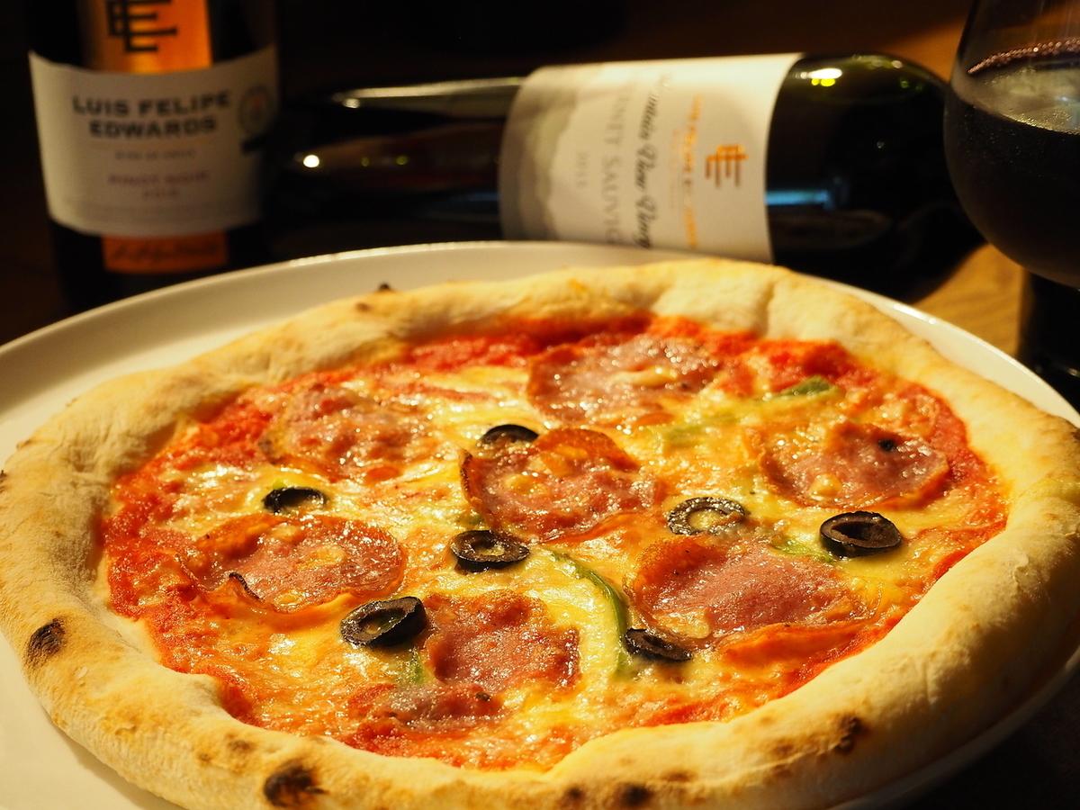 Iberico salami的混合披萨