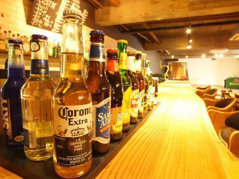 At the counter you can enjoy beer from all over the world! Feel free to drop in on the way back from the company! It is a good location 1 minute walk from Tawamachi Station