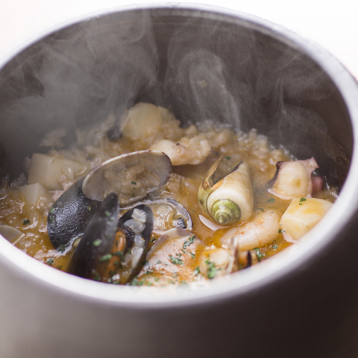 【Honorable! Hata Plus specialties】 Spanish pot Rice Hatada fresh fish & seafood tailoring