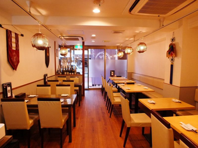 You can use up to 26 people in the shop.Reservations are accepted from 15 guests.It is also ideal for gatherings as it is 2 minutes on foot from Akabanebashi Station and good access! It is within walking distance from the Azabu Juban and Tokyo Tower, so please use it for sightseeing and other standings!