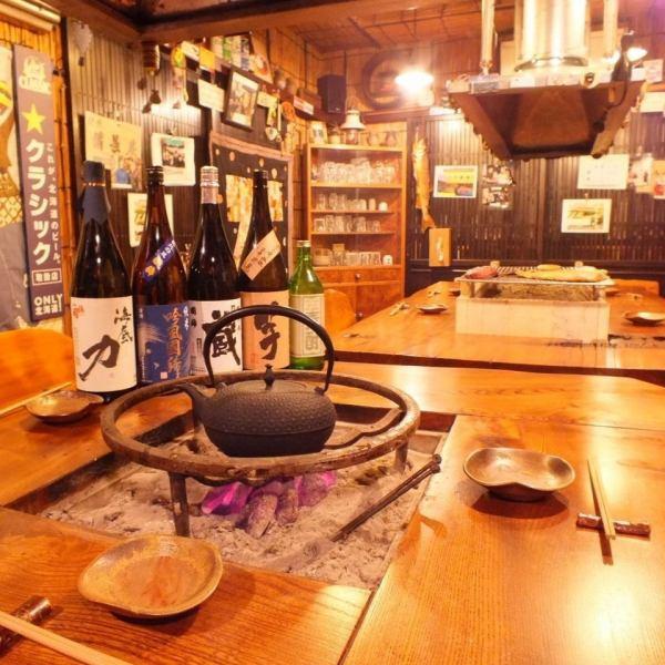 店内は木の温もりが漂う落ち着いた雰囲気。周りを気にせず個室でごゆっくりとお過ごし下さい。