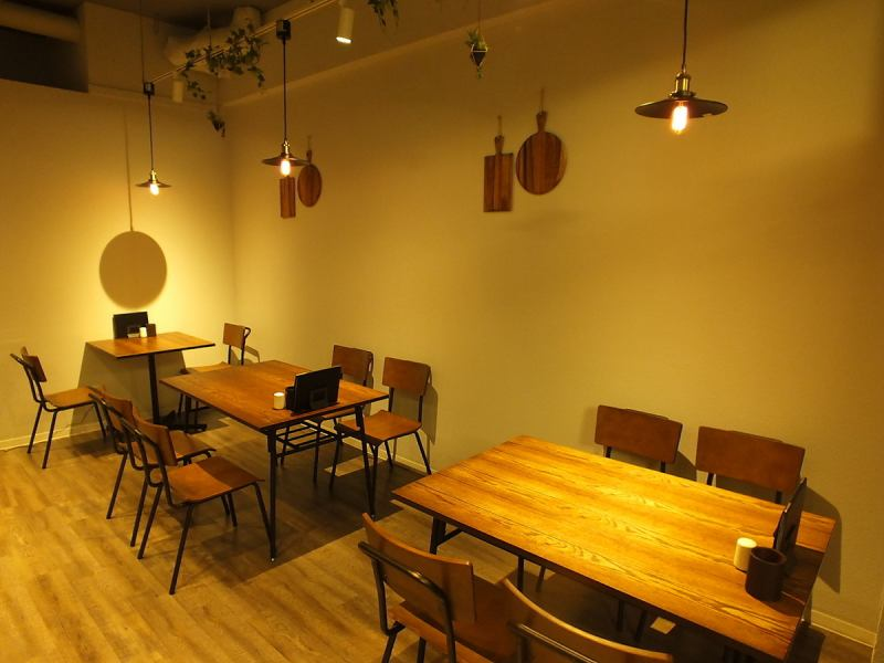 【Table for 22 seats】 Table seats [4 seats × 5 and 2 seats × 1] ★ Enjoy a delicious meal in a cheerful and bright atmosphere