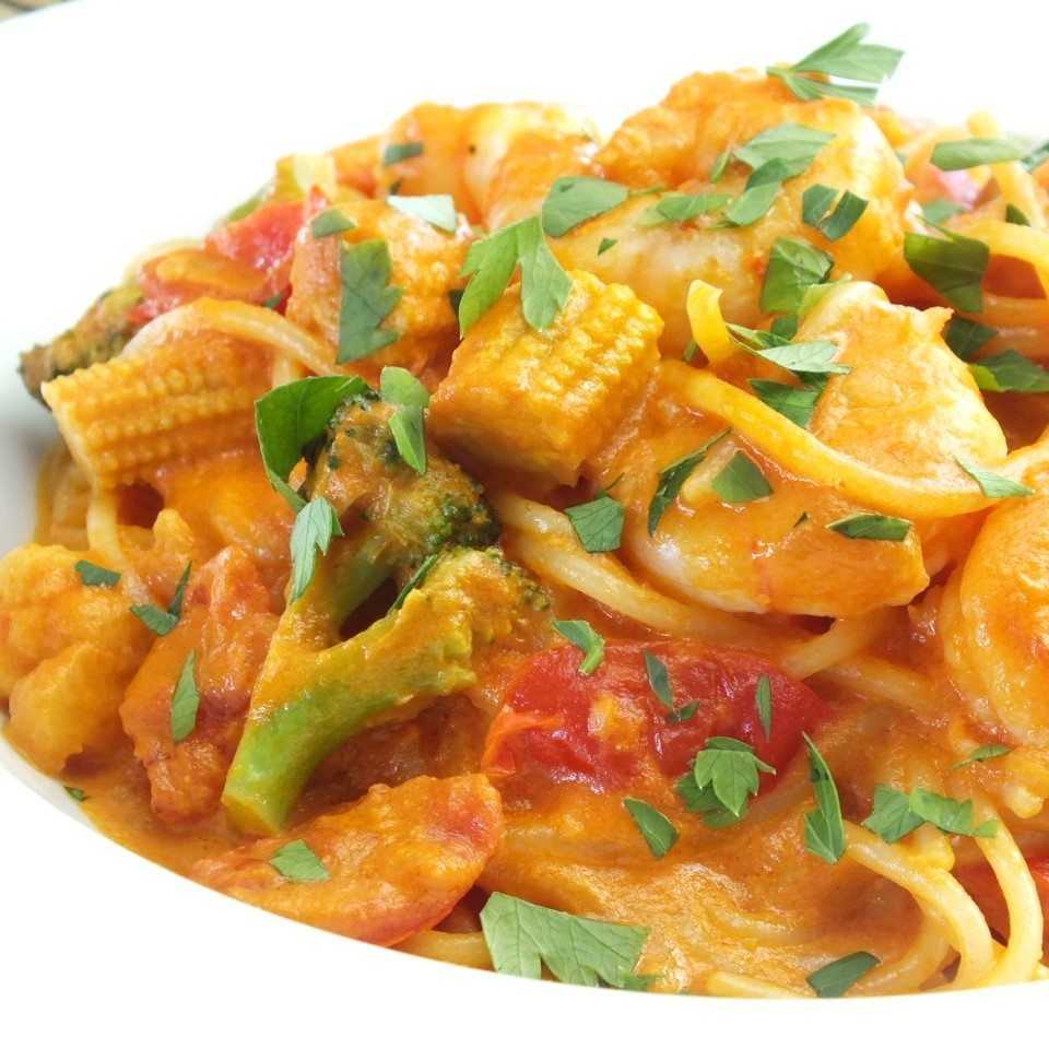 Prawn and vegetables with tomato cream pasta