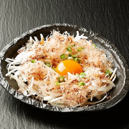 タコワサビ/オニオンスライス(卵黄添え)