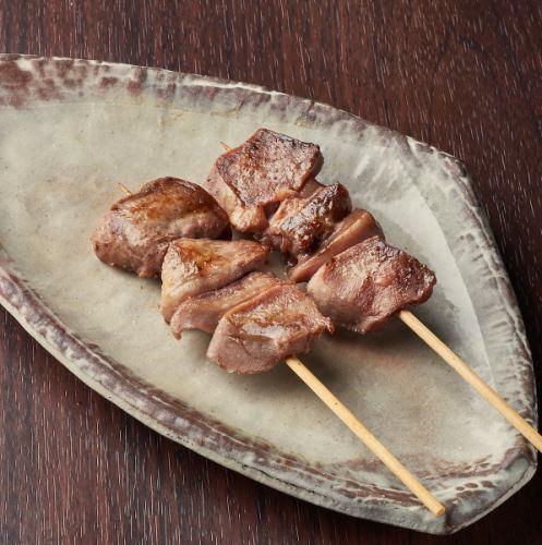 《やきとん》豚かしら串(塩/タレ)/豚はらみ串 (塩、タレ)