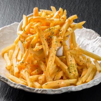メガ盛り ポテトフライ チーズソース掛け/フライドポテト