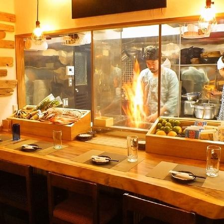 我们店的柜台位置有点不同!你可以看到完全甜美的烤炙菜肴!!请尽量用日期,清酒饮用,生鱼片饮用。