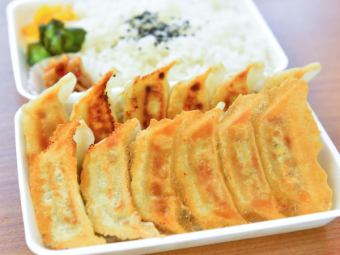 餃子弁当(12個)
