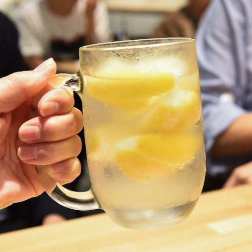 凍ったレモンたっぷりの浜太郎サワー!
