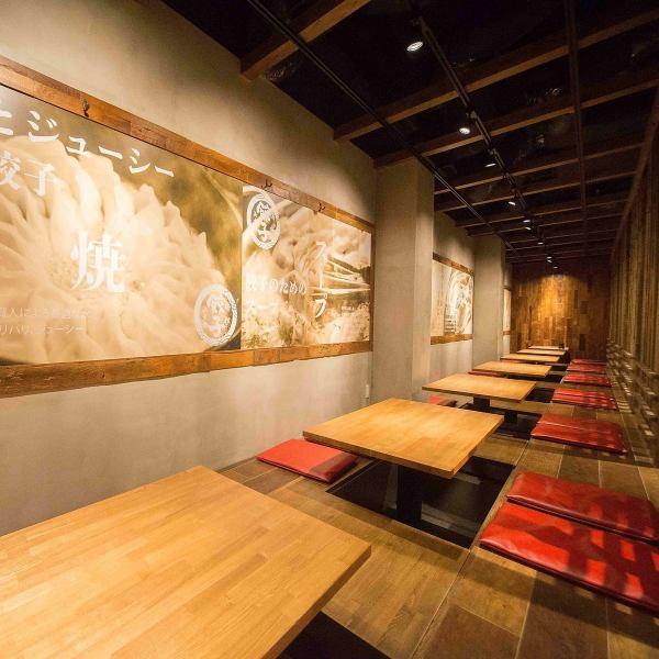 2Fには掘りごたつや半個室のテーブル席がございます。仕切りを外せば大人数のご予約にも対応できます!