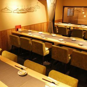【宴会場】最大30名様OK!2階宴会場は、周りを気にせずお酒とおしゃべりをお楽しみ頂けます。