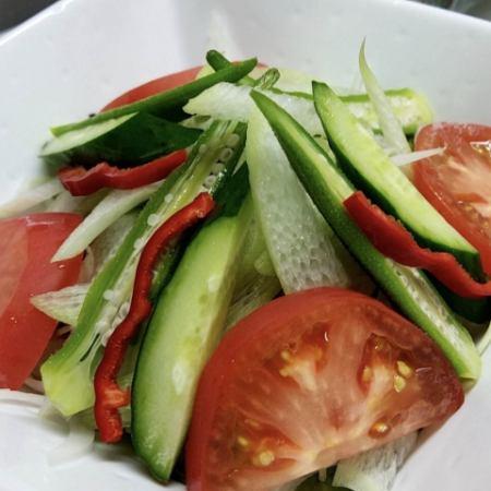 お野菜たっぷりサラダ