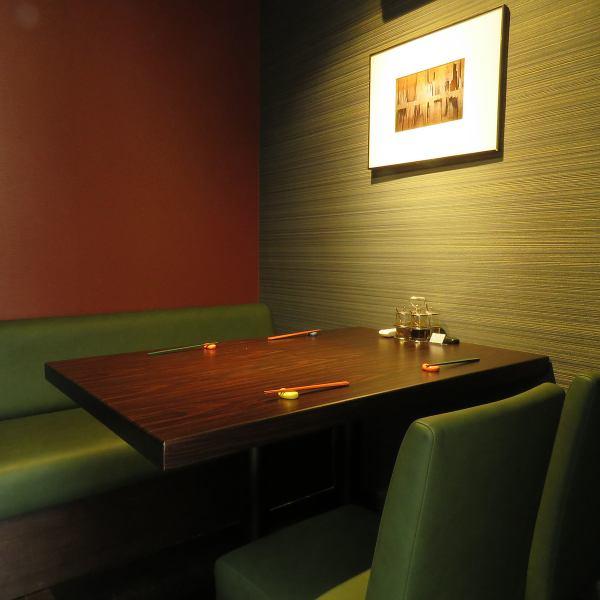 私人房間。充滿隱私的泰國美食在幸福中得到保護。(午餐和晚餐都需要預約)
