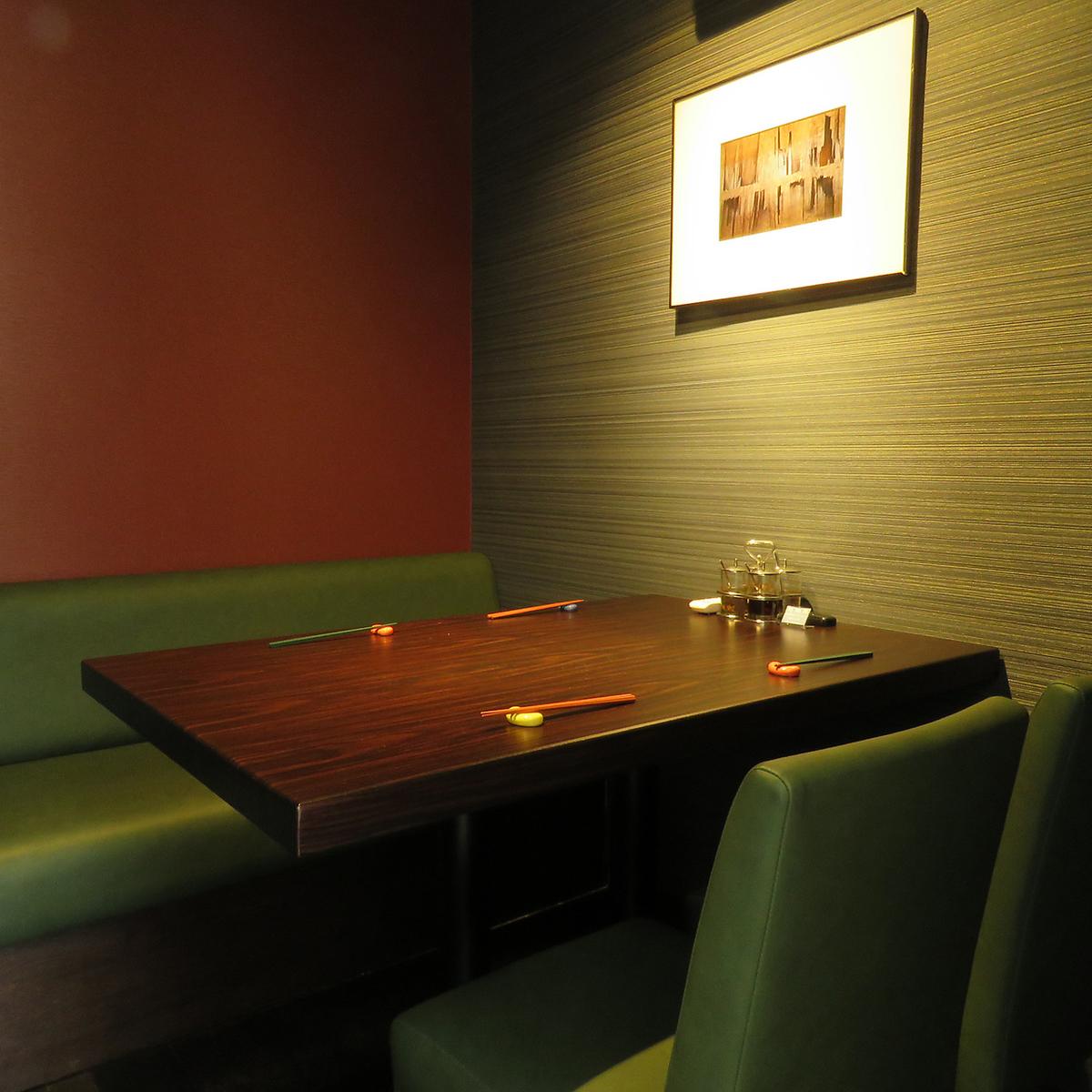다양한 장면에 대응 한 개인 실을 준비.침착성이있는 공간에서 본격 태국 요리를 즐길 수 있습니다.런치 타임은 예약 필요 해요.
