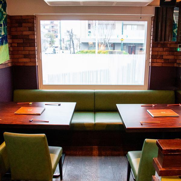 我們還有桌椅,您可以在那裡進行交談。最多可容納8人。(私人房間必須預訂午餐和晚餐)