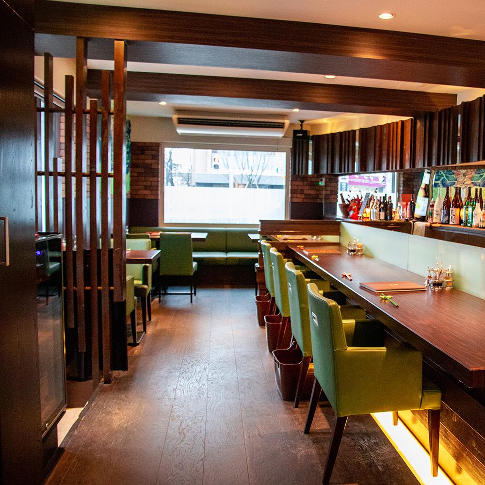 총 20 석의 작은 가게이지만 태국 요리를 즐길 점심 다과회 및 회사 이용으로 연회 등 15 명님에서 전세 수 있어요.자세한 해요 문의하시기 바랍니다.