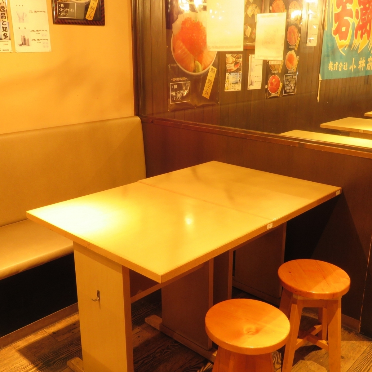 【Abundant seats】 There are 12 tables for 2 people, 3 tables for 4 people.Integration of up to 14 seats in one group is also possible ♪ It is possible to use it for various kinds of dinner party and banquet.In addition, it is also possible to enjoy local sake in various places in Japan including local sake which is difficult to obtain at plentiful seafood even with a small number of people.If you would like to taste delicious sake, we will offer it from 400 yen.