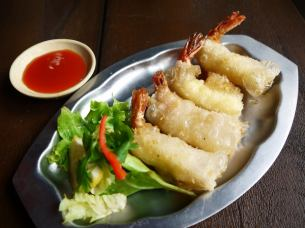 Fried shrimp and cheese spring roll