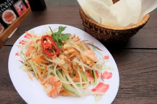 Blue papaya salad