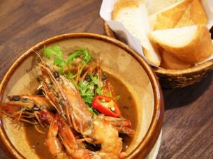 Tomuko (headed rich crab miso stew of shrimp) with bucket