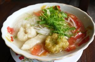 Bunker (thin rice vermicelli in fish soup)