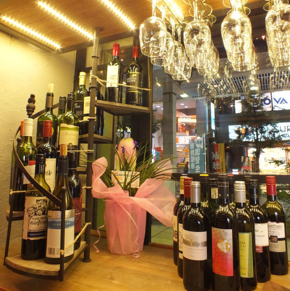 Please choose your favorite wine from over 30 kinds of [red · white · bubble]!