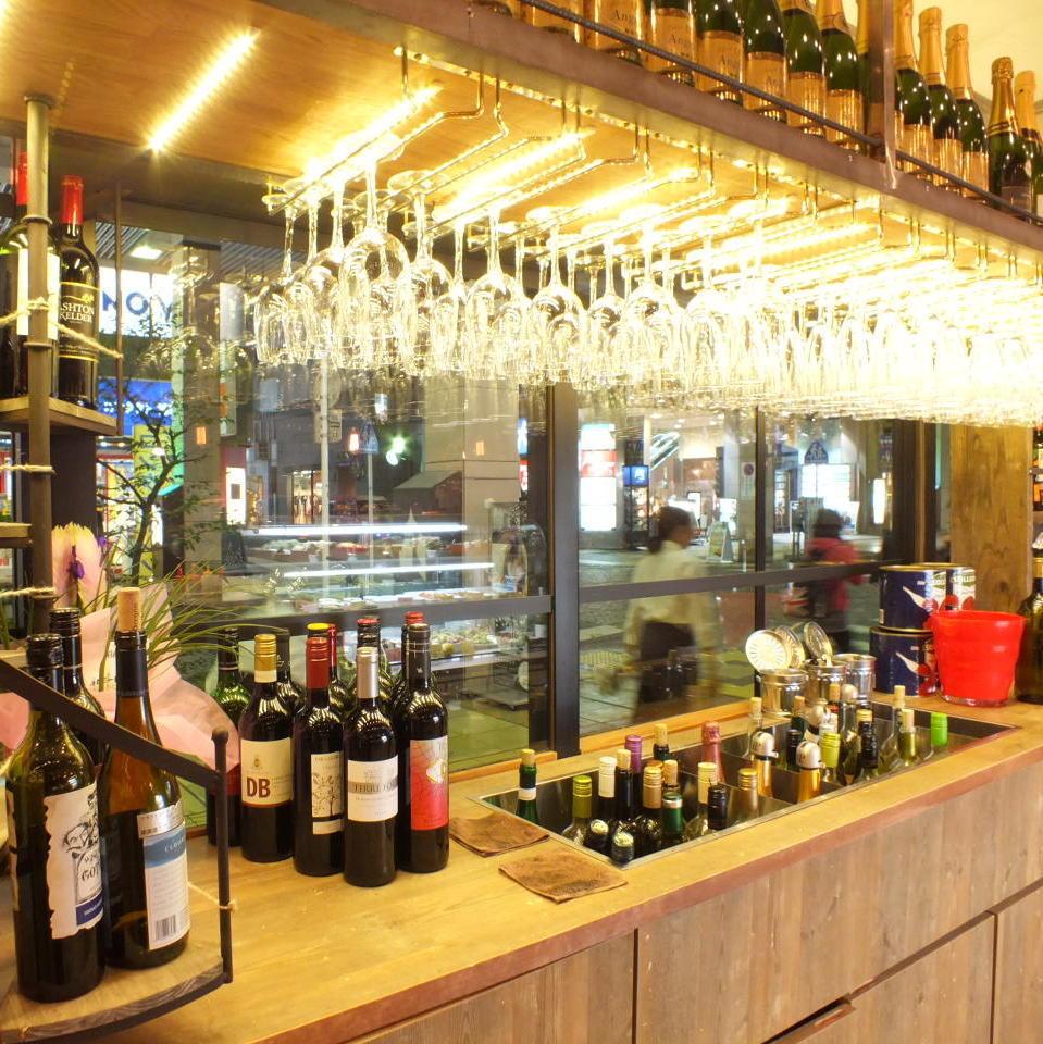【新感】自釀風格從葡萄酒吊燈的酒吧里倒出你最喜歡的葡萄酒!!