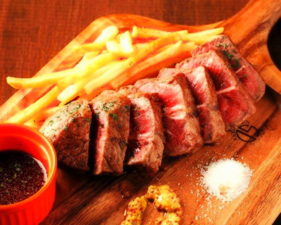 ESOLA提供豐富的肉類菜單★