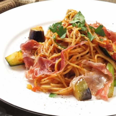 Raw ham and seasonal vegetable tomato pasta W