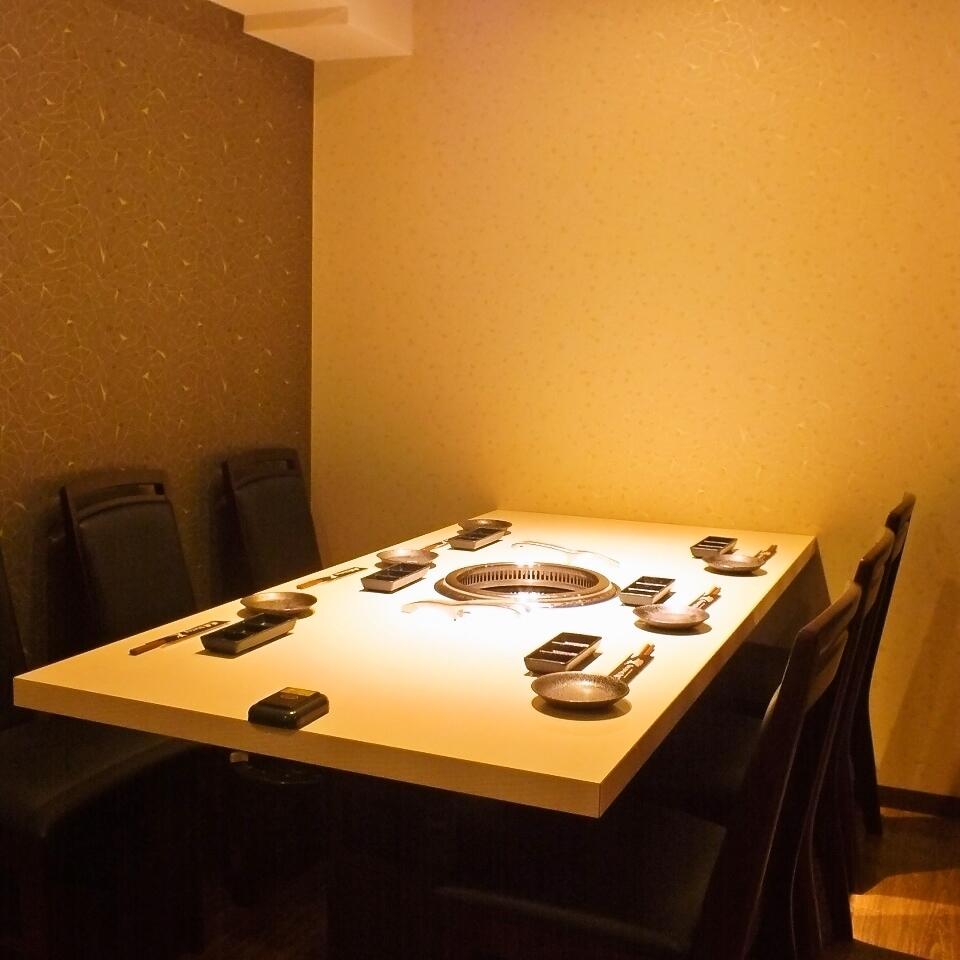 個室&テーブル席はテッパンです!!