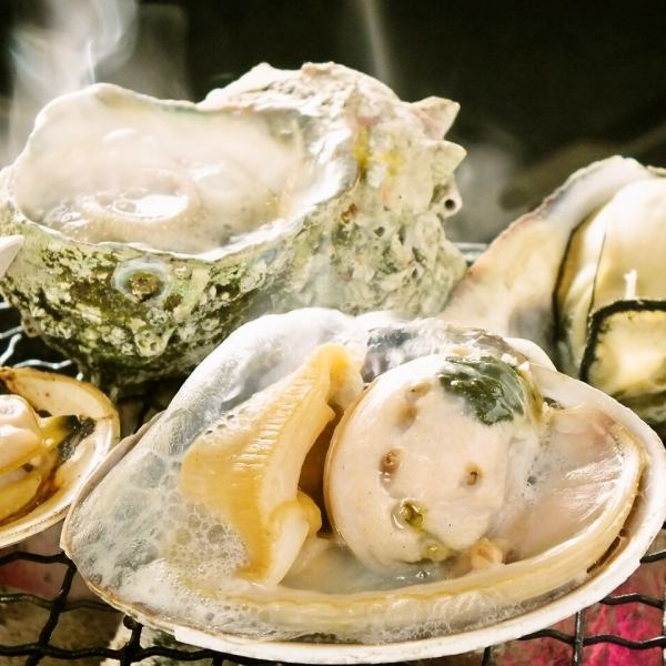 【Seafood Seafood on Beach Bakery】 Akashi Mill Shell, Sazae, Shell Oysters, etc. 260 yen ~ Other seafood taken from other countries ...